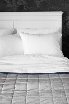 Lennol   Crystal duvet cover, white satin Soft Pillows, Bed Pillows, Fresh Meadows, White Satin, Linen Bedding, How To Fall Asleep, Duvet Covers, Pillow Cases, Crystal