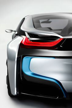 """BMW i steht für visionäre Automobile und ein neues Verständnis von Premiummobilität mit einer konsequenten Ausrichtung auf Nachhaltigkeit. Im inspirierenden Design der Fahrzeuge wird dies sichtbar und erlebbar.    """"Das Design ist ein Qualitätsversprechen an den Kunden, dass sich im Produkterlebnis einlöst. Das Design zeigt"""