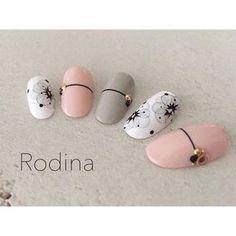 先日の #mikinail 先生のお花デザインを参考に…の 色違いです(´∀`*)最高に可愛いですケドッ‼︎♡ * #nail#nailDesign#nailart#nails#autumnnail #Rodina#ロディーナ#春日井#春日井ネイル