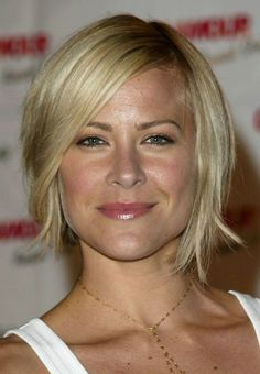 Bob Haircut Thin Hair Awesome Hairstyles 26 Long Short Bob Haircuts for Fine Hair 2017 2018 - Hair Cut Ideas Medium Short Hair, Medium Hair Cuts, Medium Hair Styles, Long Hair Styles, Short Styles, Growing Out Short Hair, Short Hair Styles For Round Faces, Short Hair With Layers, Short Hair Cuts For Women