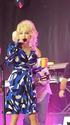Dolly on the Today Show Waking Up With Al promoting her 42nd album, Blue Smoke, May 13, 2014.