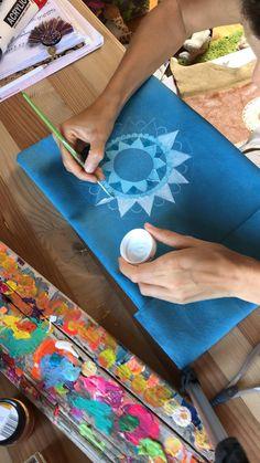Victoria Linnen Art Picnic Blanket, Outdoor Blanket, Handmade Gifts, Handmade Items, Victoria, Linen Bag, Mandala Art, Marketing And Advertising, Art Lessons