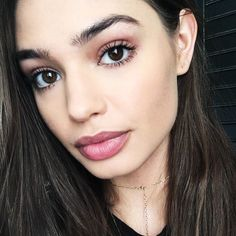 Model Elizabeth Sawatzky tells us her tried-and-true makeup products from mascara to concealer.