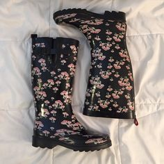 Rain boots w/ mushrooms design • Rain Boots • Black & Red Mushroom Design • Size 6 • Little Wear- scrape shown in picture • Capelli Newyork Shoes Winter & Rain Boots