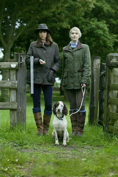Hunters with a dog – Hunting Ideas English Country Fashion, British Country Style, Mode Country, Country Wear, Country Casual, Country Dresses, English Style, Country Chic, Country Girls
