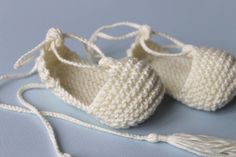 Baby rope soled sandals in organic coton by fallinlo on Etsy, Baby Booties Knitting Pattern, Baby Boy Knitting Patterns, Knit Baby Shoes, Baby Shoes Pattern, Crochet Baby Boots, Knit Baby Booties, Booties Crochet, Shoe Pattern, Crochet Shoes