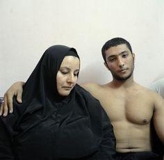 Denis Dailleux (Agence Vu) Mother and son, Egitto. Secondo premio staged portraits stories. World press photo 2014