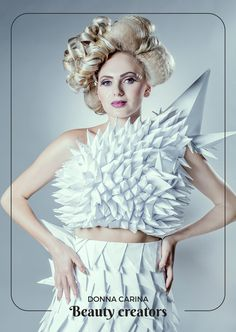 Idei de coafuri si machiaj pentru evenimente speciale.  #beautycreators #donnacarina #masquerade #carnaval Elsa, Crown, Disney Princess, Disney Characters, Fashion, Carnival, Moda, Corona, Fashion Styles