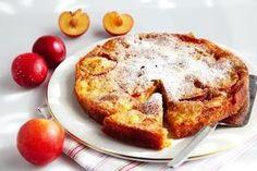 Denne plommekaken må du bake. Den er enkel å få til. Kaken smaker nydelig med litt vaniljekesam eller is til.