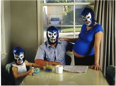 Utterly Disturbing Pictures of Pregnant Women Photos) Very Funny Pictures, Funny Animal Pictures, Funny Photos, Funny Maternity Photos, Maternity Portraits, Family Portraits, Pregnancy Announcement Photos, Pregnancy Photos, Mexican Wrestler