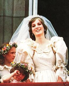 The Wedding of Lady Diana Spencer & Charles - 29 juillet 1981 _ Suite Diana Wedding Dress, Princess Diana Wedding, Prince And Princess, Princess Of Wales, Lady Diana Spencer, Diana Son, Prince Charles Et Diana, Charles And Diana Wedding, Royal Brides