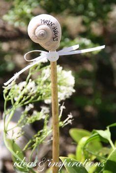 Basteltipp: Diese niedlichen Blumenstecker haben in meinem weißen Staudenbeet Einzug gehalten. Sie sehen sehr romantisch und verträumt au...