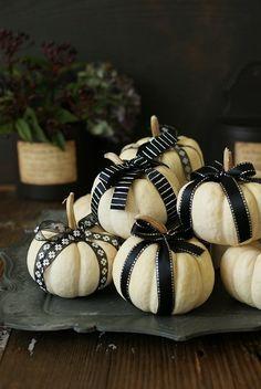 Thanksgiving Celebration, Thanksgiving Tablescapes, Halloween Celebration, Halloween Pumpkins, Fall Halloween, Happy Halloween, Halloween Table Decorations, Halloween Displays, Halloween Birthday