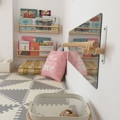 Decorar con Montessori: 7 ideas para crear espacios infantiles libres The Effective Pictures We Offer You About Montessori muebles A quality picture can tell you many things. You can find the most bea Baby Bedroom, Baby Boy Rooms, Baby Room Decor, Nursery Room, Kids Bedroom, Room Kids, Master Bedroom, Ikea Montessori, Montessori Bedroom