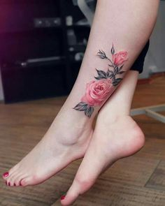 Flora tattoos have become so common today. Traditionally especially in the Western countries, these tattoos were mainly common among women. However, men have continued to embrace these tattoos day by day. Trendy Tattoos, Unique Tattoos, Beautiful Tattoos, Small Tattoos, Tattoos For Women, Tattoos Motive, Foot Tattoos, Body Art Tattoos, Sleeve Tattoos