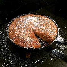 """Favoritkakan om man frågar maken. Du hittar receptet """"Bittes Äppelkaka"""" på hemsidan borgenport.se. Länken finns i profilen. #äppelkaka #favorit #äppelmos"""