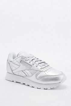 Reebok – Klassischer Sneaker in Silber - Urban Outfitters