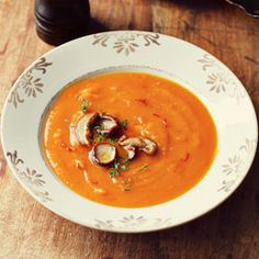 Zupa dyniowa { Pumpkin Soup with Saffron and Mushrooms } Wild Mushrooms, Stuffed Mushrooms, Soup Recipes, Vegetarian Recipes, Chocolate Trifle, Pumpkin Soup, Soup And Salad, Thai Red Curry, Food Photography