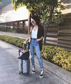 """5,632 curtidas, 105 comentários - Jessica (G) Flores (@jessicaflores) no Instagram: """"SP ✈️ RJ #aerolook do bate e volta de hoje (que na verdade só volta amanhã mas vocês entenderam…"""""""