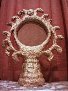 Espelho de mesa - Tema : Magia ( feito de papel mache + tinta dourada )