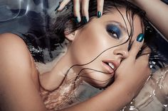 Model in water, blue eyeshadow Blue Eyeshadow, Beauty Shots, Beauty Make Up, Hair And Nails, Eye Candy, Manicure, Hair Makeup, Halloween Face Makeup, Photoshoot