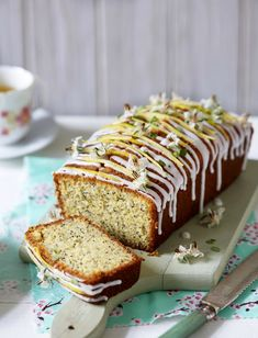 This lemon and poppy seed loaf cake is the perfect tea time treat. Sweet and zesty with a subtle crunch from the poppy seeds, this simple cake always hits the spot. Poppy Seed Recipes, Lemon Poppy Seed Loaf, Dessert Cake Recipes, Desserts, Frosting Recipes, Tea Loaf, Loaf Recipes, Cooking Recipes, Cupcakes