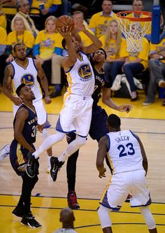 Golden State Warriors  Shaun Livingston (34) takes a shot against bd318c8e0