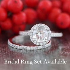 14k White Gold White Topaz Halo Diamond Engagement par LaMoreDesign