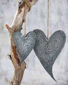 I love the Eyelet look to these tin hearts!