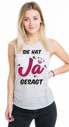 Tolles Junggesellinnenabschieds T-Shirt für einen unvergesslichen JGA mit deinen besten Freundinnen. Mit diesem JGA T-Shirt Motiv seit ihr optimal für einen Junggesellinnenabschied ausgestattet. Die Braut und die Braut Crew werden sich in diesem Junggesellinnenabschieds T-Shirt wohl fühlen. Dieser Team Braut T-Shirt Abend wird für die Braut und die Braut Crew unvergesslich. Ihr findet viele weitere JGA T-Shirt Motive in unserem Team Braut T-Shirt Shop.