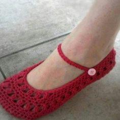 Ravelry: Ladies Sweetheart Mary Janes pattern by Lisa van Klaveren Crochet Shoes, Love Crochet, Crochet Clothes, Knit Crochet, Knitted Slippers, Slipper Socks, Mary Janes, Crochet Hook Sizes, Knitting Accessories