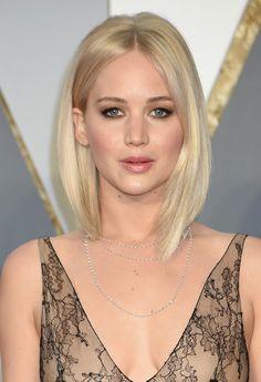 Una mujer, cuatro reinterpretaciones de este peinado para demostrar que el 'lob' es el corte de la temporada.