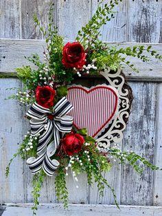 Valentine wreath, Heart wreath, Valentine decor, Front door decor, Front door wreath by TwistedTwigsDecor on Etsy Valentine Day Wreaths, Valentines Day Decorations, Valentine Day Crafts, Holiday Wreaths, Holiday Crafts, Christmas Decorations, Printable Valentine, Homemade Valentines, Valentine Box