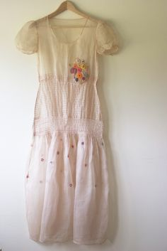 Sweet pink dreamy dress - this could be a very nice simple and summery wedding dress Pretty Outfits, Pretty Dresses, Beautiful Outfits, Pretty Clothes, Beautiful Clothes, Vintage Wear, Vintage Dresses, Vintage Outfits, Vintage Clothing
