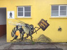 Pour les sauver, ce street-artist peint des abeilles sur les murs