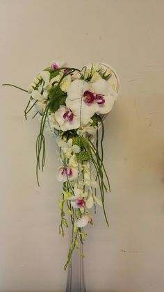 Ramo de novia cascada, forma de corazon, elegante,romantico