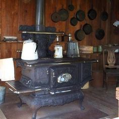 Like the cast iron stove my gr-gr-gr-grandmother used? Antique Kitchen Stoves, Antique Stove, Old Kitchen, Vintage Kitchen, Outdoor Cooking Stove, Wood Stove Cooking, Coal Stove, Cast Iron Stove, Vintage Stoves
