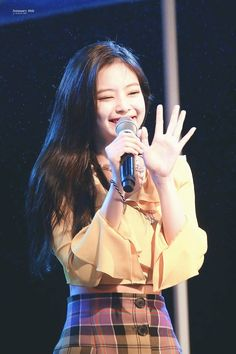 Your source of news on YG's biggest girl group, BLACKPINK! Please do not edit or remove the logo of. Kim Jennie, Yg Entertainment, South Korean Girls, Korean Girl Groups, Rapper, Oppa Gangnam Style, Black Pink Kpop, Blackpink Members, Divas