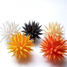 Dress up your Christmas tree with cheerful 3D sunburst ornaments.