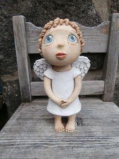 Malá Andělka (na objednávku) Clay Projects, Clay Crafts, Ooak Dolls, Art Dolls, Crafty Angels, Pottery Angels, Ceramic Angels, Angel Crafts, Pottery Sculpture
