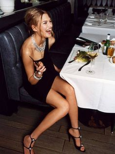 Cosmos guide for Date Night Outfits.To look classy for an intimate dinner, you can't go wrong with a black dress. It's just sexy Cheers, Lose 15 Pounds, Glamour, Night Outfits, Sexy Outfits, Mode Style, Lose Belly Fat, How To Lose Weight Fast, Reduce Weight