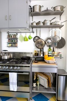 This is the best thing I ever did for organizing my pots and pans. This DIY drawer and pantry cabinet project made accessing our cookware SO much easier. Great solution if you're looking for organizing and organization ideas for small spaces. Brooklyn Kitchen, New Kitchen, Kitchen Decor, Kitchen Ideas, Space Kitchen, Kitchen Small, Kitchen Modern, Kitchen Photos, Freestanding Kitchen