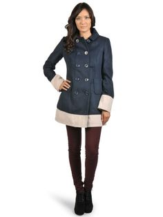 Elegante abrigo azul de Fornarina,2 bolsillos insertados delante,Cuello de solapa corta,material sumamente suave,corte recto