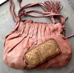 I LOVE this pink bag