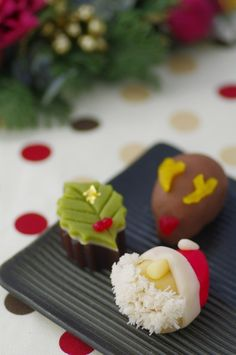 wagashi for Christmas♪ Japanese Treats, Japanese Food Art, Japanese Candy, Asian Desserts, Sweet Desserts, Delicious Desserts, Dessert Recipes, Desserts Japonais, Japanese Christmas