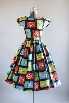 Vintage Dress / Cotton Dress / Black Botanical Print Dress w/ Original Waist Belt S Vintage Party Dresses, Vintage Outfits, Vintage Clothing, 1950s Fashion, Vintage Fashion, Mode Vintage, Vintage Style, Cotton Dresses, Midi Dresses
