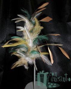 Pincho de plumas de Gallo y diamante www.facebook.com/ConEncantoBilbao  Gold & green Feathers Headpiece