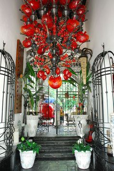 Mexican decor: astonishing blown glass heart chandelier, Tlaquepaque, Mexico.