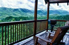 This beautiful one bedroom cabin in Pigeon Forge, Tennessee is calling your name and is located in the heart of the Smoky Mountains!