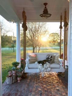 design pergola, 8 Stunning Master of Modern Farmhouse Style Decorating Ideas Style At Home, Country Style Homes, Country Life, Country Living, St Style, Southern Living, Modern Farmhouse Style, Farmhouse Style Decorating, Porch Decorating
